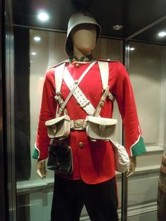 Costumes and props from Zulu on display. Military Costumes, Military Uniforms, 40k Armies, British Army Uniform, British Armed Forces, Age Of Empires, Period Outfit, Zulu, British History