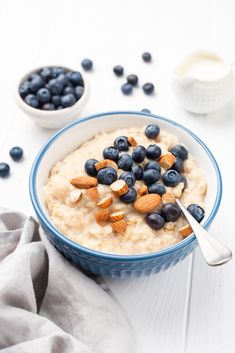 These easy breakfast recipes don't require a trip to the grocery store. From overnight oats to quinoa porridge, you'll love these recipes. Healthy Oatmeal Breakfast, Best Breakfast, Breakfast Recipes, Breakfast Ideas, Oatmeal Porridge, Quinoa Porridge, Healthy Foods To Eat, Healthy Recipes, Healthy Eating