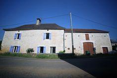 Vue d'ensemble - Côté rue - Dordogne - Maison en pierre - Grange - Stone house - Volets bleu