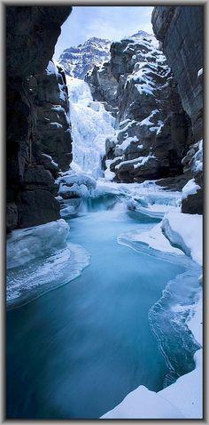 WINTER SNOW ICE MOUNTAINS blue #photo by www.architectureartdesigns.com + www.bellafayegarden.tumblr.com/