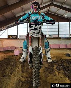 Bump  -> #Repost @heatz34 The only way for me to reach down fully...  #yamaha #yz250f #girlsthatride #motogirl #blucru #ufo #cycra #ride100percent #dwbtoftshit