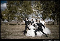Google Image Result for http://en.byleon.com/wp-content/uploads/2009/10/group-portrait-of-wedding.gif