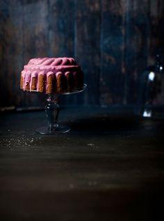 bundt cake w pink icing