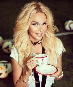 Coffee Girl, Coffee Is Life, I Love Coffee, Coffee Break, Morning Coffee, Sexy Coffee, Hot Coffee, Nespresso, Starbucks