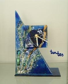 Reloj en vidrio Fundido y esmaltes vítricos My Glass, Glass Art, Fused Glass, Stained Glass, Glass Fusing Projects, Metal Clock, Resin Art, Glass Design, Art Studios