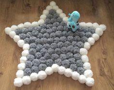 Round and fluffy Pom Pom rug by Kpompommakes on Etsy Needle felting idea Pom Pom Crafts, Yarn Crafts, Diy And Crafts, Crafts For Kids, Arts And Crafts, Diy Pom Pom Rug, Crochet Projects, Craft Projects, Diy Décoration