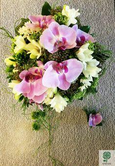Ram de nuvia amb orquídies i fréssies