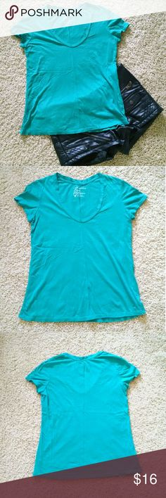 Teal American Eagle Scoop Neck Tee This teal American Eagle scoop neck tee is so soft and comfortable! The color is a bit more green than it shows up in the photos. It was only worn and laundered once, so it is in great condition. Looks great with black skinny jeans and a long necklace! American Eagle Outfitters Tops Tees - Short Sleeve