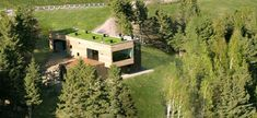 20 Spectacular Houses Featuring Green Roofs