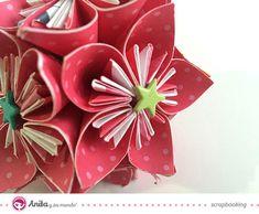 bolas de Navidad hecha con flores de papel