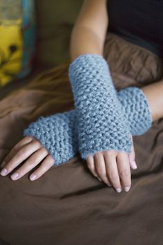 Free pattern, and worked in super  bulky yarn on straight needles, it should be a really quick finish for that last minute gift or required accessory at short notice! LOL!