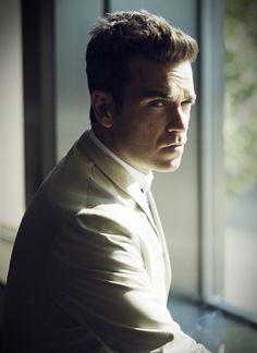 Robbie Williams by Simon Emmett