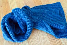 My free beginner knit scarf pattern is a good place to start to learn knitting. Both the extra wide scarf and standard width scarf are in garter stitch. Beginner Knit Scarf, Beginner Knitting Patterns, Knitting For Beginners, Knitting Stitches, Knitting Socks, Free Knitting, Knitted Hats, Knitting Tutorials, Knitting Ideas