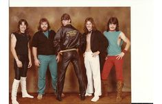 42 Tragically Awkward Band Photos That Take Poor Taste To New, Impressive Levels (Slide #76) - Offbeat