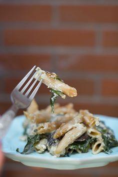 Penne integral com cogumelos, espinafres e ricotta... Um prato que os miúdos gostam, mas cortando e substituindo os ingredientes que fazem pior