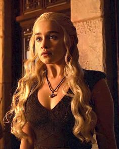 Game Of Thrones Dress, Emilia Clarke Daenerys Targaryen, Fantasy Art Women, Mother Of Dragons, Khaleesi, Winter Is Coming, Falling Down, Female Art, Instagram