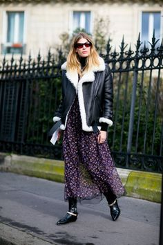 The Vetements Street Style Obsession Continues at Paris Fashion Week - Fashionista Look Street Style, Street Style 2016, Autumn Street Style, Street Style Women, Fashion Week, Paris Fashion, Winter Fashion, Fashion Trends, Women's Fashion