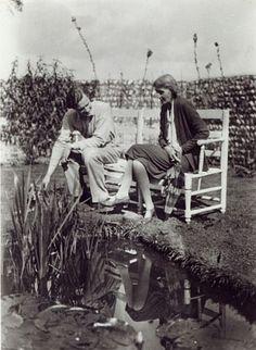 Virginia Woolf and John Lehmann at Charleston, c.1931 (b/w photo) Private Collection Bridgemanart.com