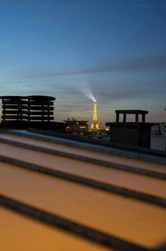 Paris, Tour Eiffel  Eiffeltower in distance