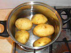 """Csirke """"Pékné"""" módra recept lépés 1 foto Bacon, Potatoes, Vegetables, Pizza, Potato, Vegetable Recipes, Pork Belly, Veggies"""