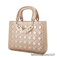 Wow! A pearl accent bag! Perfect <3