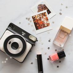 Polaroid Camera Under 25 Dollars Polaroid Cameras For Adults Poloroid Camera, Fujifilm Polaroid, Vintage Polaroid Camera, Instax Mini Camera, Vintage Cameras, Digital Camera For Beginners, Best Digital Camera, Digital Cameras, Creative Photography