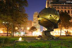 Definitivamente #NuevaYork se ve mucho más linda de noche. Además de cientos de bares y discotecas, esta preciosa localidad norteamericana cuenta con los más encantadores paisajes urbanos. http://www.bestday.com.mx/Nueva-York-City-area/