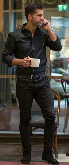 Be On Trend With These All Black Outfits - Mode masculine, formes de style et astuces vestimentaires Black Shirt Outfits, Black Outfit Men, Jean Outfits, Black On Black Outfits, Black Suits, Mode Masculine, Smart Casual Menswear, Men Casual, Casual Styles