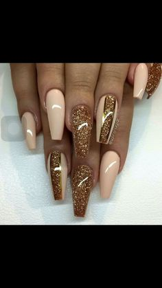 Uploaded by makayla. Find images and videos about nails, gold and glitter on We Heart It - the app to get lost in w… Bling Acrylic Nails, Glam Nails, Classy Nails, Hot Nails, Best Acrylic Nails, Bling Nails, Stylish Nails, Acrylic Nail Designs, Trendy Nails