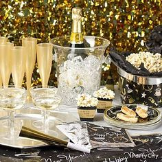 51 Fantastic New Years Eve Party Table Decoration Ideas. New Year's Eve and New Year's Day are often celebrated by staying up late to usher in a brand new year. New Years Eve Food, New Years Eve Dinner, New Years Eve Party, New Years Eve Decorations, Party Table Decorations, New Year Table, New Years Eve Table Setting, Beautiful Christmas Decorations, Nye Party