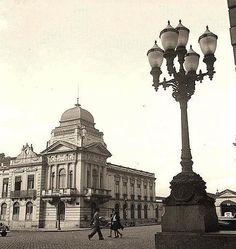 1943 - Pátio do Colégio. Á esquerda a Sec. da Educação e parte da Polícia Central.