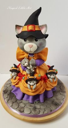 Halloween kitty cake by Nadia