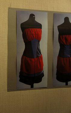 """Kauluspaitojen uusi elämä    -Anna Piippo-    """"Tuotekehitysprojektissani käytin materiaalina kierrätettyjä miesten kauluspaitoja. Kauluspaidoista saadun materiaalin muotoilin nukkien päälle naisellisiksi asuiksi. Yhteistyökumppanina toiminut kierrätystavaratalo Kontti lahjoitti myyntiin kelpaamattomat  paidat""""."""
