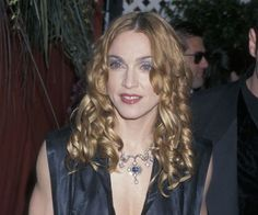 Pin for Later: The Most Iconic Oscars Beauty Missteps of All Time Madonna, 1998 The queen of reinvention went with a tough-yet-ethereal style. But the violet shadow, strong lips, and ringlets just didn't work well together.