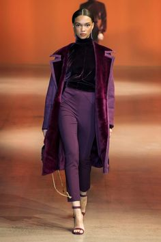 7 Top Trends From the New York Fall 2019 Runways- 7 Top Trends From the New York Fall 2019 Runways A purple look from the Cushnie 2019 collection displayed at New York Fashion week. New York Fashion, Fashion Mode, Runway Fashion, Womens Fashion, Fashion Outfits, Fashion Brands, Dubai Fashion, Fashion Websites, Fashion Edgy