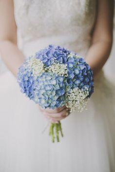 Ramo de novia con hortensias en color azul