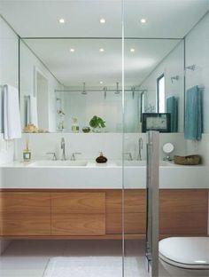 gabinete de madeira espelho grande