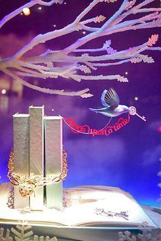 Tiffany's Holiday Window Art Display, NYC. #window_display #jewellery #holiday