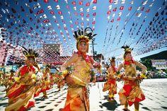 Kadayawan Festival! Image from mindanao.com. #Kadayawan2014 #DavaoCity #Philippines #SavvySojourns #TTOT Kadayawan Festival, World Festival, Festival Image, Glastonbury Music Festival, Fort Santiago, Sinulog, Philippine Holidays, Mindanao, Davao