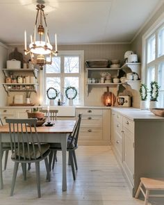 Big Kitchen, Country Kitchen, Kitchen Dining, Kitchen Decor, Cottage Kitchens, Home Kitchens, Küchen Design, Interior Design, Cozy House