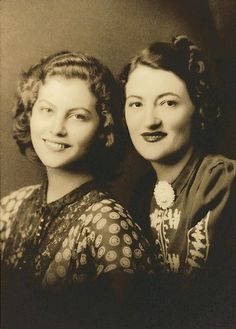 Young Ava Gardner with her sister Beatrice
