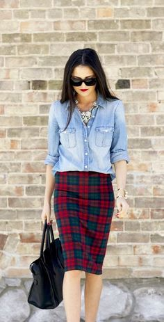 Cool outfit idea: Gorgeous chambray top, red lips and tartan skirt street fashion Blue Denim Shirt, Chambray Top, Denim Top, Denim Shirts, Purple Jeans, Denim Blouse, Wrap Blouse, Jean Shirts, Denim Jeans