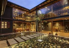 Courtyard of the Loma House in Cuenca, Ecuador by Iván Andrés Quizhpe Casa Patio, Modern Rustic Homes, Courtyard House, Tropical Houses, Inspired Homes, Traditional House, Exterior Design, Interior Architecture, Luxury Homes