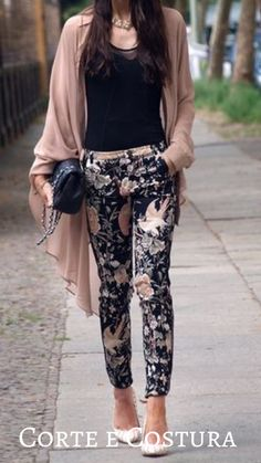 Business Casual Outfits, Chic Outfits, Fall Outfits, Summer Outfits, Fashion Outfits, Womens Fashion, Winter Mode, Floral Pants, Look Fashion