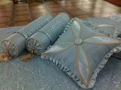 Декоративные подушки Dyi Pillows, Sewing Pillows, Sofa Pillows, Decorative Pillows, Throw Pillows, Cushion Embroidery, Cushion Cover Designs, Sewing Stuffed Animals, Modern Curtains
