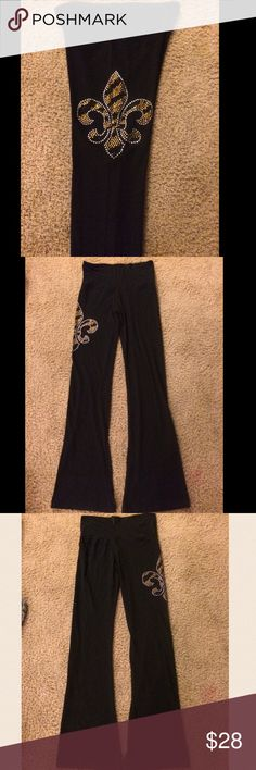 """NWOT FLEUR DE LIS YOGA PANTS NWOT BOUTIQUE BOOT CUT YOGA PANTS.  GOLD, BLACK & SILVER CRYSTAL ENCRUSTED FLEUR DE LIS ON RIGHT LEG.  32"""" inseam.  Waist band can be left up for more tummy coverage or folded down.  Back middle waistband has a tag to hang them up with.         🌟Offers on items and bundles via offer 🔵 only.  Free gift with purchase. boutique Pants Boot Cut & Flare"""