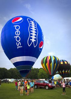Pepsi Fire Balloon, Hot Air Balloon, Retro Advertising, Vintage Advertisements, Pepsi Ad, Coca Cola, Beautiful Love Pictures, Balloon Pictures, Scenery Pictures
