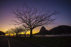 Do Aterro do Flamengo, Thiago Lontra (Agência O Globo) fotografou o início deste sábado.