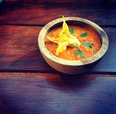 Gourmet: zanahoria y flor de calabaza con un toque de albahaca y hierba buena