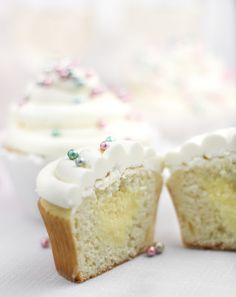 Sprinkle Bakes Sparkling Champagne Cupcakes Champagne Pastry Creme Filling: cup heavy cream, divided cup champagne or prosecco 2 tbsp cornstarch 5 Just Desserts, Delicious Desserts, Yummy Food, Cupcake Recipes, Cupcake Cakes, Cupcake Mix, Cupcake Shops, Icing Recipes, Alcohol Infused Cupcakes